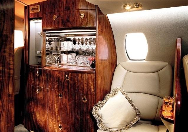 Стюардесса и горячее питание в Cessna Citation Sovereign включены