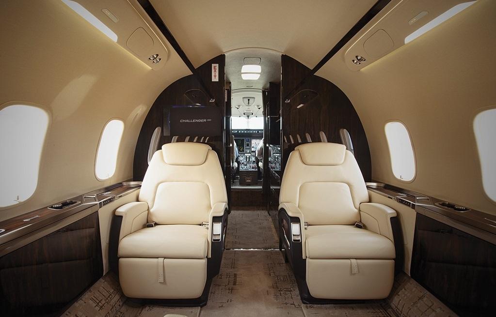 Challenger 350 вид с пассажирского места. Заказ бизнес джета тел.+74957773809
