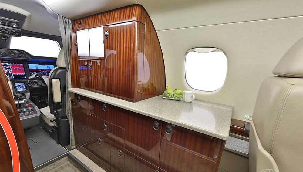 Embraer Phenom 300 перелеты бизнес джетом и заказ в компании Privatejetbooking т.+74957773809