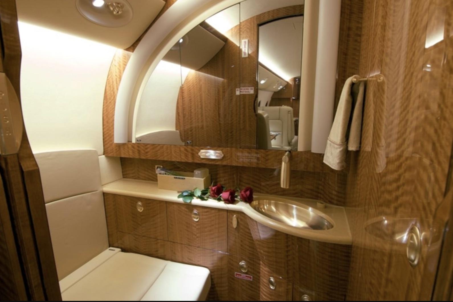 Gulfstream G150 toilet