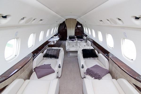 Cалон Embraer Legacy 600 можно трансформировать в 7 полноценных спальных мест
