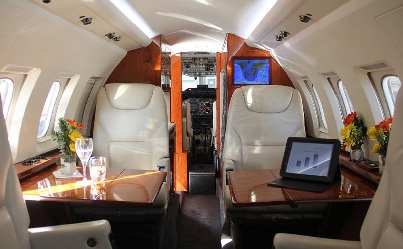 Размеры салона Hawker 700 позволяют оставаться очень популярным и востребованным. PrivateJetBooking заказ по тел. +74957773809