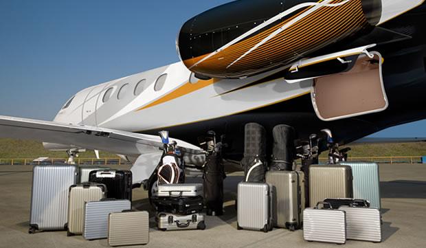 У Phenom 300 большой багажник по сравнению с другими лайт джетами 2,38 кубометра