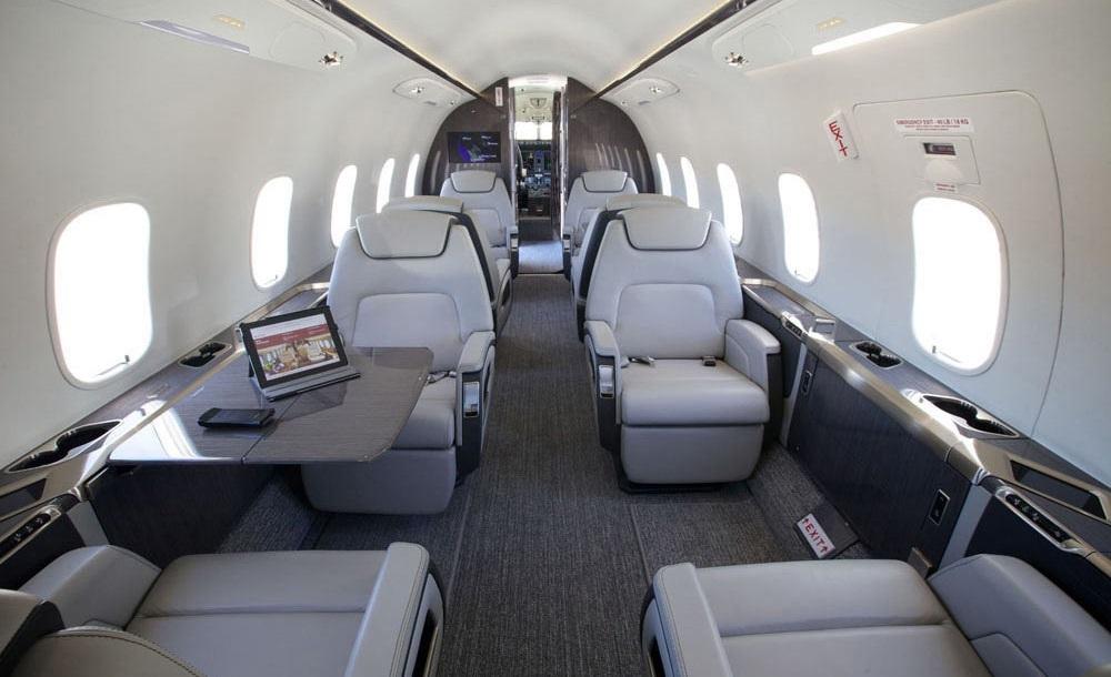 bombardier challenger 350 салон бизнес джета. Заказ по тел +74957773809