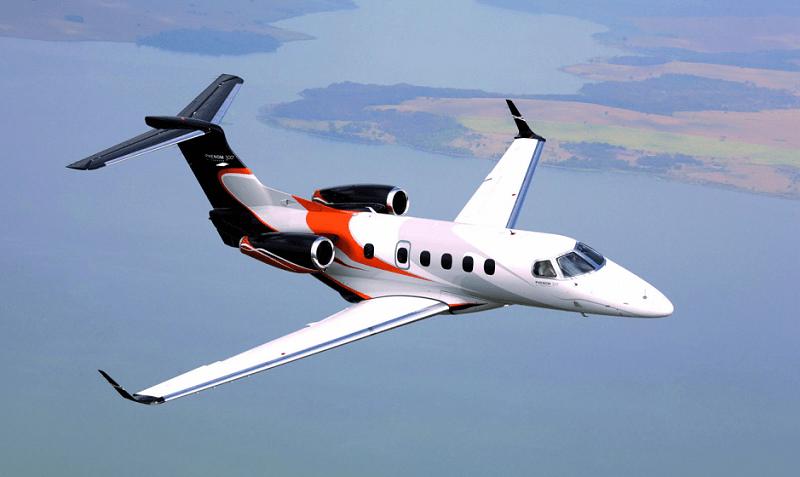 Embraer Phenom 300 позиционируют на рынке бизнес перелетов как Супер лайт джет