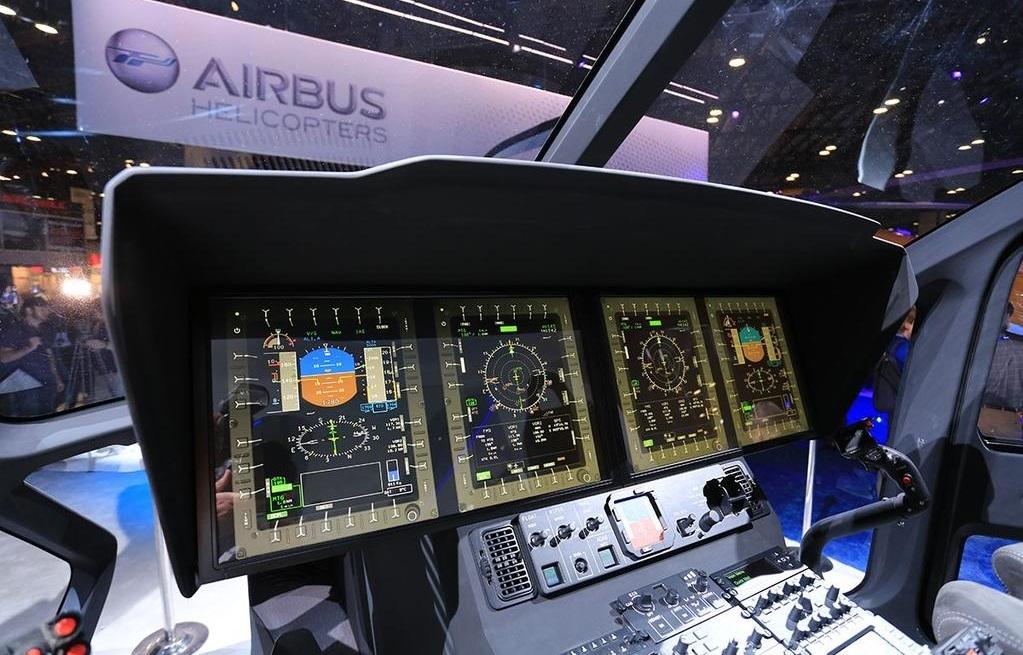 Интеграция в модель H160 авионики Airbus Helicopters Helionix с 4 большими тач-скрин экранами демонстрирует применение новейшего и первого полного набора цифровой авионики