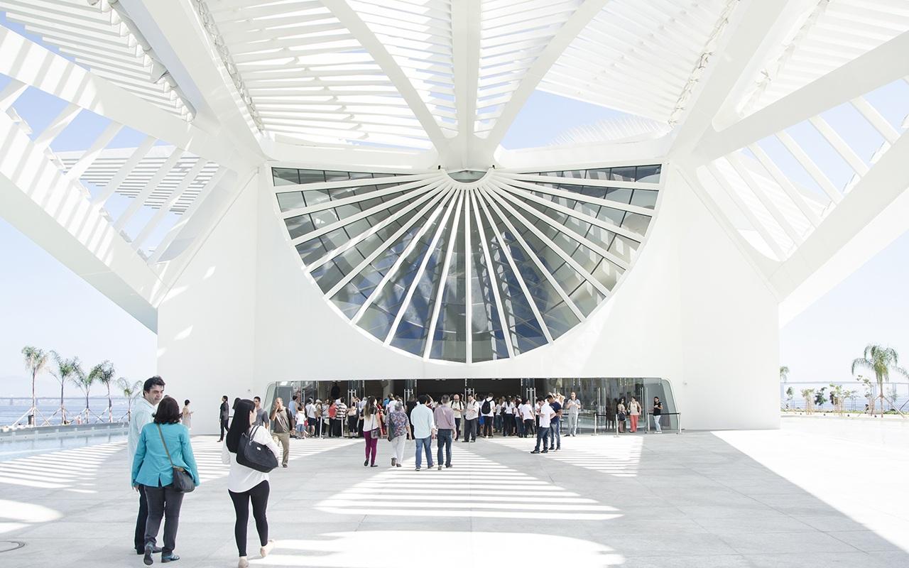 Museu do Amanha: По словам архитектора, он стремился создать впечатление, что здание «плывет над поверхностью воды, как корабль или птица»