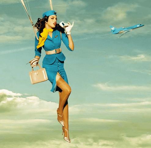 Стюардесса выпала из самолета во Внуково
