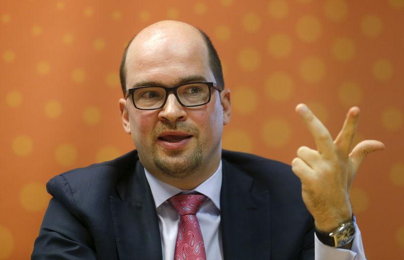 Управляющий директор Альфа-банка Алексей Марей дает интервью в московском офисе Рейтер. Также обладатель паспорта Мальты