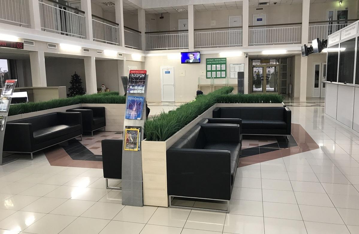Вы спросите: «А почему мне вообще тогда стоит задумываться об аэропорте Остафьево, если цена такая же?» Все просто: потому что нет посторонних глаз (абсолютная приватность) и нет очередей. Нигде.