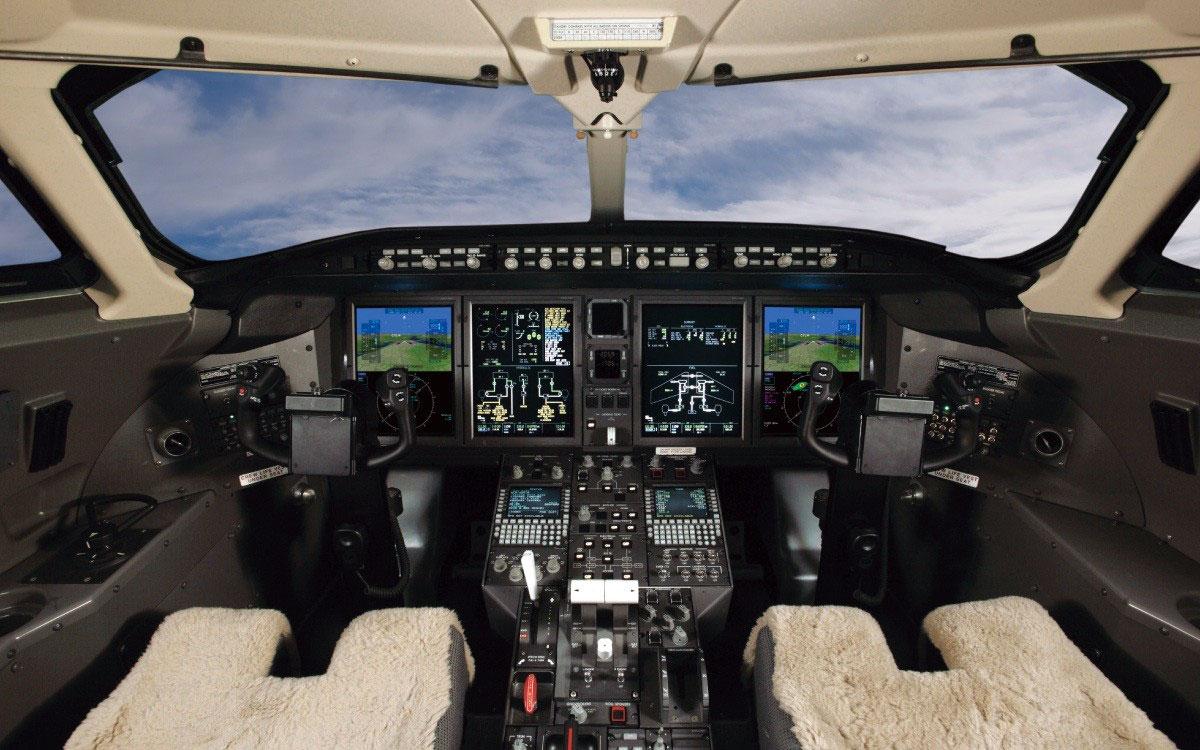 challenger350 Большую часть модернизации принял на себя кокпит пилотов